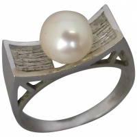 vintage-1970s-modernist-14k-white-gold-pearl-ring Beryl Lane - Vintage (1920- 1970)