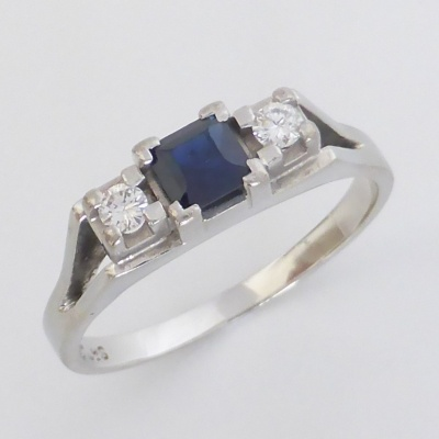 p1070460 Beryl Lane - Vintage Retro Sapphire and Diamond Ring in 18ct white Gold