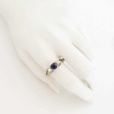 p1070599 Beryl Lane - Vintage Retro Sapphire and Diamond Ring in 18ct white Gold