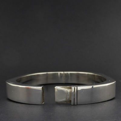 p1090139 Beryl Lane - Ladies Sterling Silver Contemporary Bangle, 10mm wide