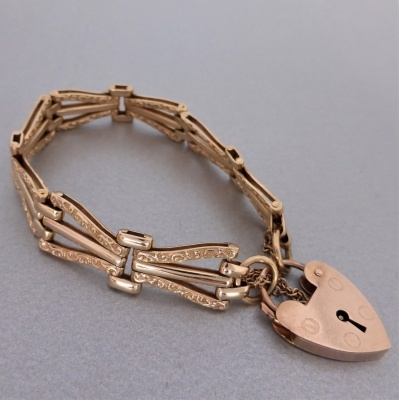 p1160836 Beryl Lane - Estate 9ct Rose Gold Patterned Gate Padlock Bracelet