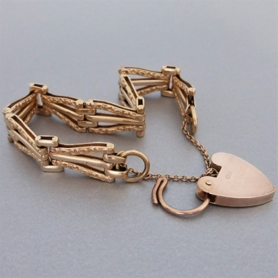 p1160853 Beryl Lane - Estate 9ct Rose Gold Patterned Gate Padlock Bracelet