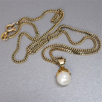 Beryl lane vintage 9ct gold akoya pearl pendant necklace vintage pearl pendant necklace2 beryl lane vintage 9ct gold akoya pearl pendant aloadofball Image collections